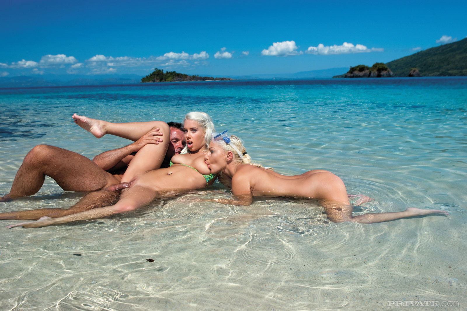 sexy girl gets fucked on beach