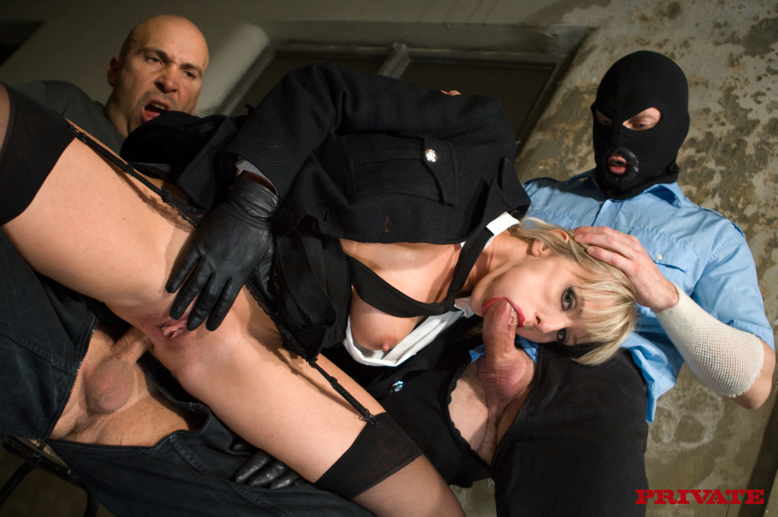 Порно Ролики Два Полицейских И Блондинка