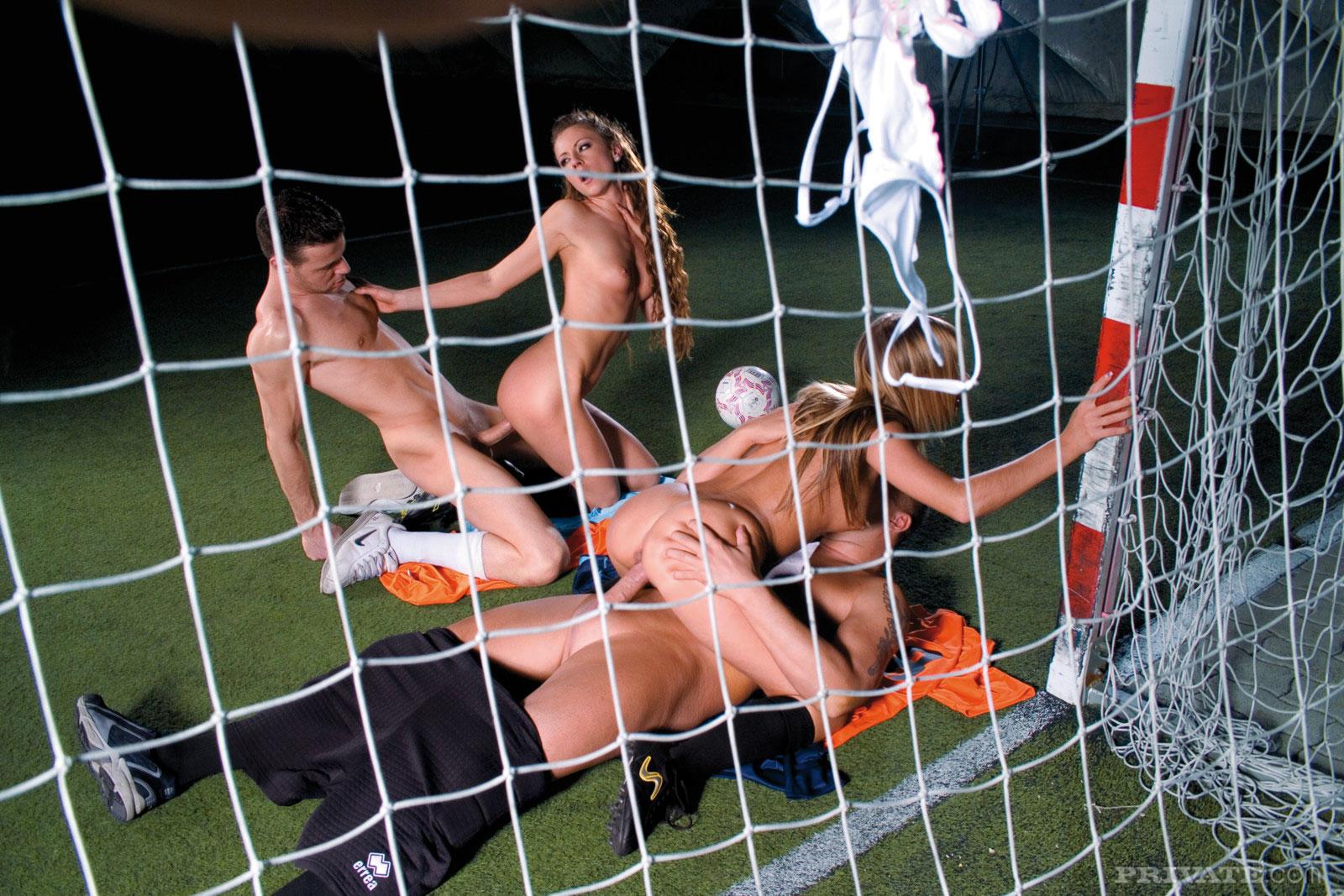 фото девушек футболистов порно нет такое