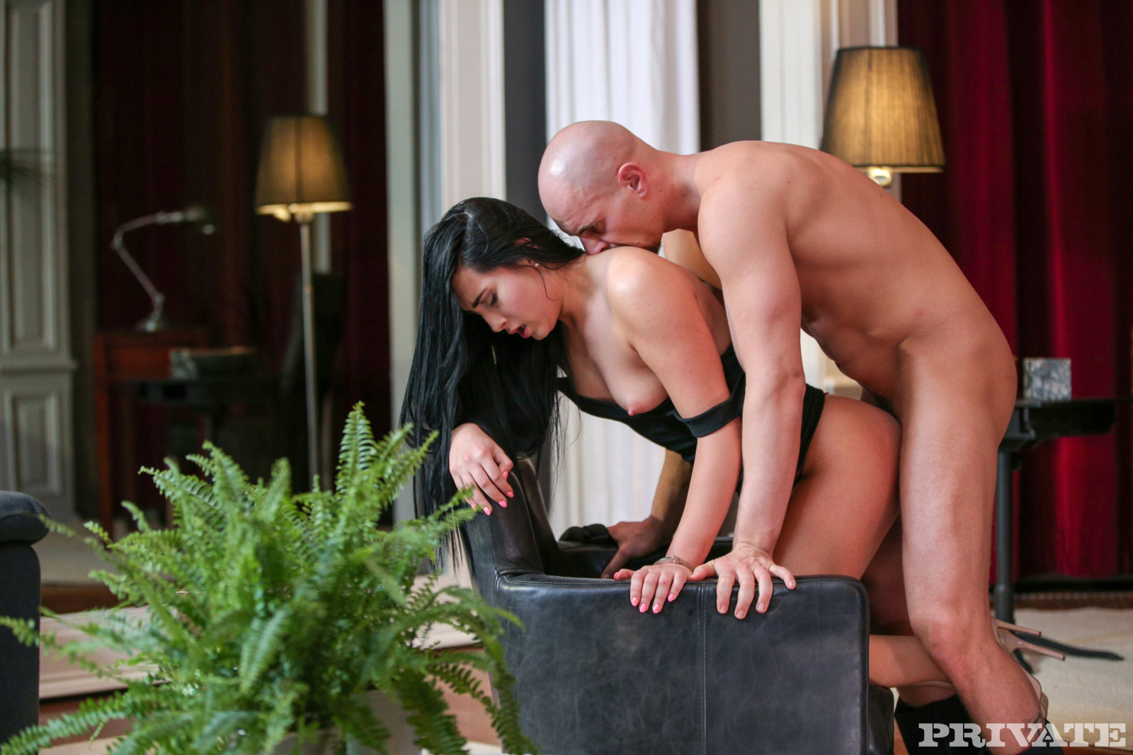 Kinky amateur rose with glasses gets squirt