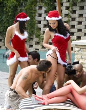Ho Ho Hoe See Santa's Sexy Helpers Aletta Ocean and Lara Amour-3