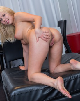 Diana Dali Squirts During a Wild Four-Way with Stefany-0