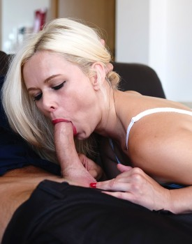 Housewife Anna Joy Gets Destroyed By a Big Dick-3