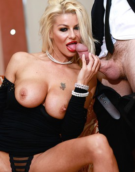 Saucy Milf Tia Layne Has Her Warm Wet Pussy Filled Up-2