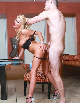 Saucy Milf Tia Layne Has Her Warm Wet Pussy Filled Up-4