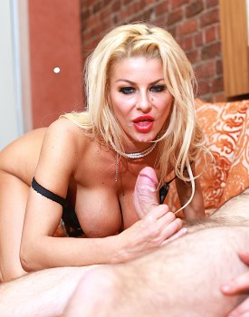 Saucy Milf Tia Layne Has Her Warm Wet Pussy Filled Up-9