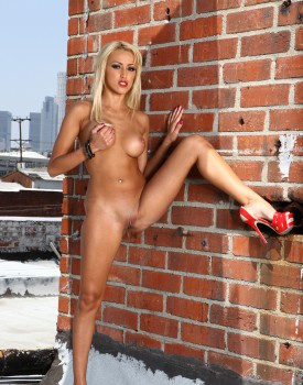 Blonde Breanne Benson's Pussy is Worth Dying For-2