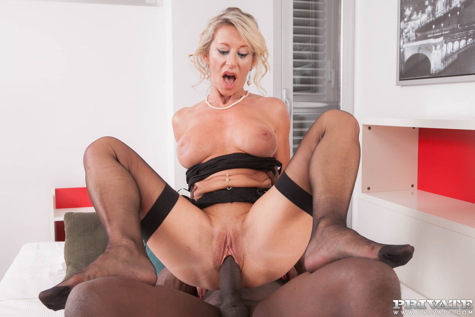 Mature blonde pulls out her toys to fuck 7