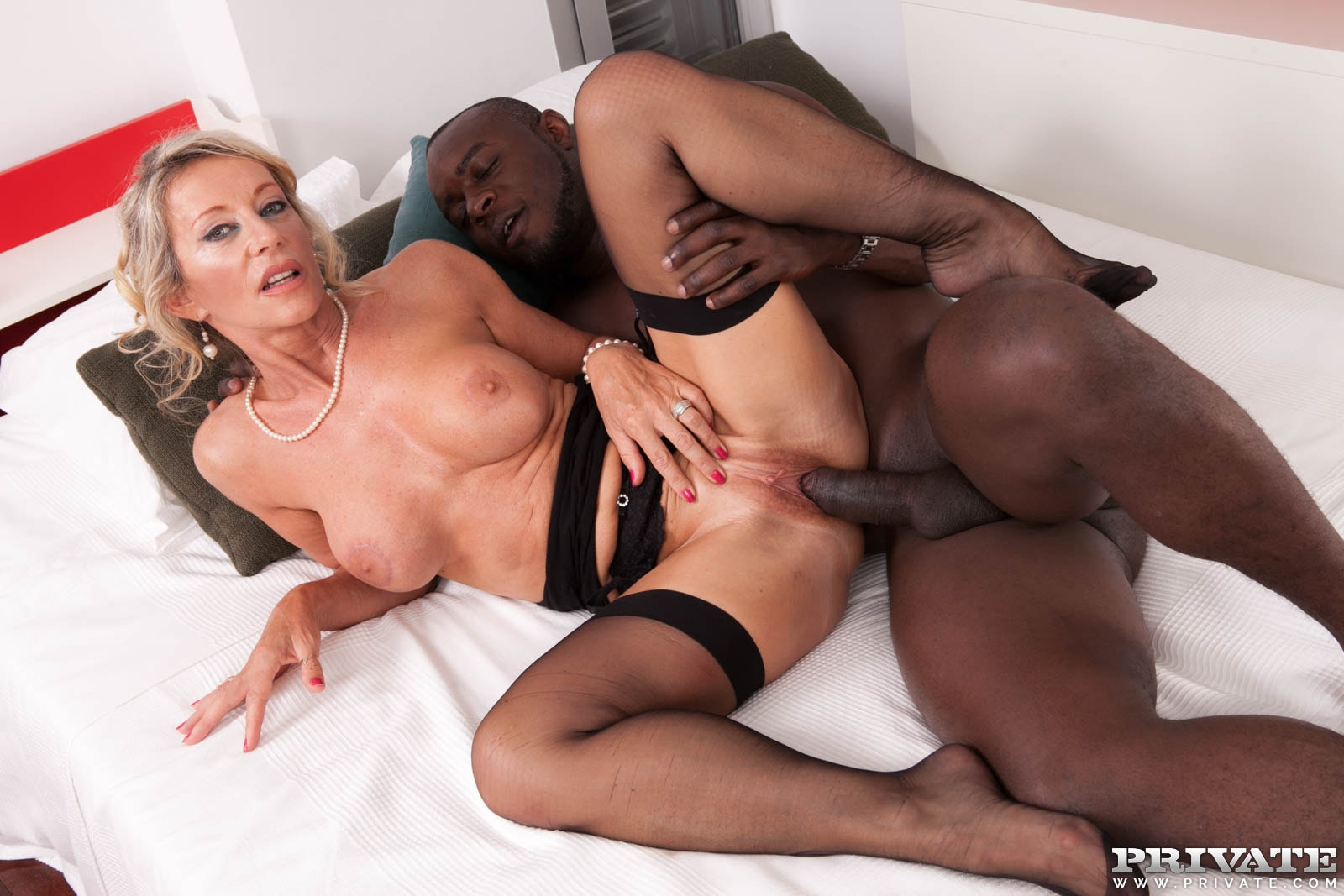 Mature blonde pulls out her toys to fuck 3