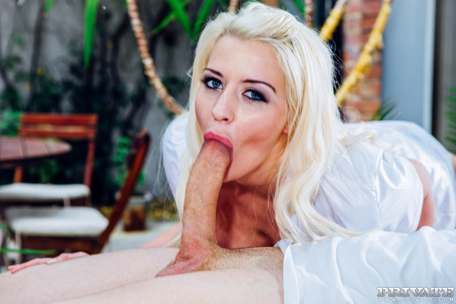 Busty blonde sienna day gets a creampie on a first date