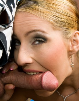 Melissa Black eats her man-2