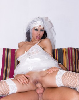 Latina Alejandra Maderos is a Slutty Bride to Be Who Loves Cum-5