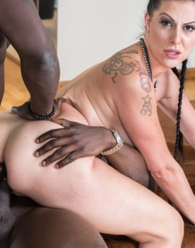 MILF Texas Patti Has Her First Interracial DP-1